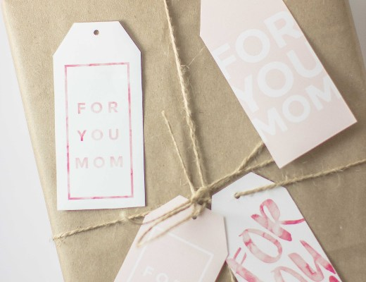 Free printable gift tags for Mother's Day. Spruce up any gift with 4 different pretty printables, & you can also write a cute message behind them! || Essie Does Summer