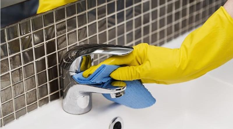 Ponto crítico da casa, banheiro requer mais atenção na limpeza