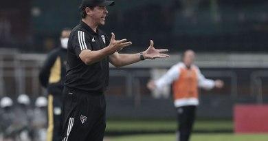 Novo técnico do Santos, Diniz estreará contra Boca Juniors na terça