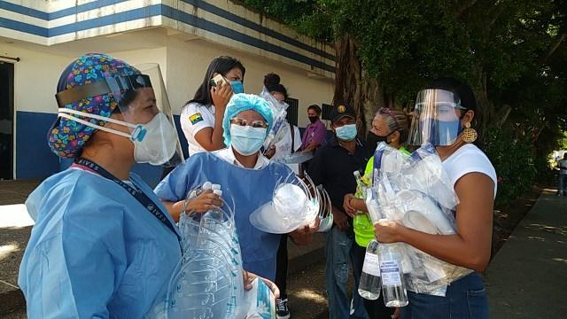 La primera dama Leynys Malavé de Díaz, llevó insumos de bioseguridad a profesionales de la Salud