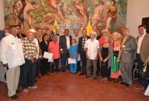 El gobernador Alfredo Díaz entregó copia del decreto que los convierte en Patrimonio Cultural Viviente.