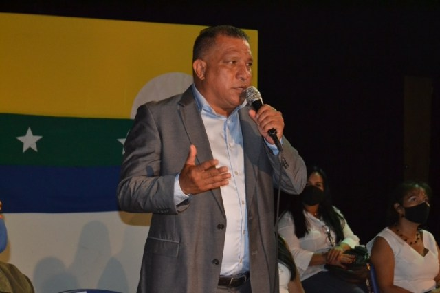 El gobernador Alfredo Díaz ratificó su propósito de garantizar estabilidad laboral a los gremios educativos
