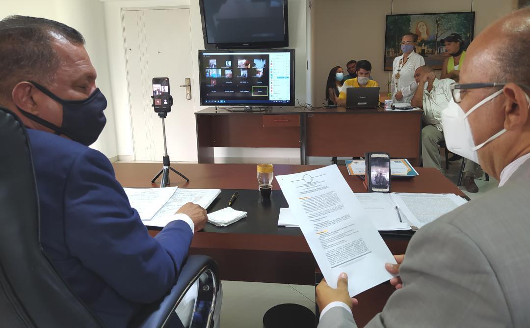 El gobernador Alfredo Díaz y el secretario del Ceplacoppne, Julio Díaz, al instalar la sesión extraordinaria telemática