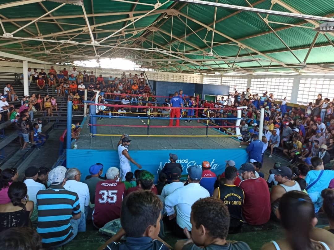 En el Gimnasio Dámaso Rodríguez se efectuó el programa de boxeo.