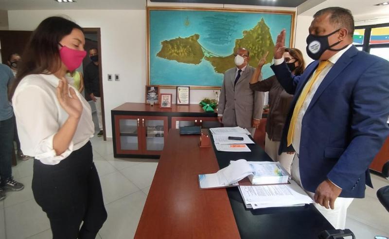 El gobernador Alfredo Díaz tomó juramento a la nueva prefecto de la parroquia Fajardo