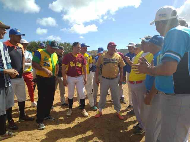 Los muchachos de la Gobernación de Nueva Esparta atentos a las indicaciones del manager Franklin Martínez