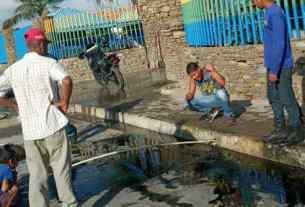 Los mismos locatarios participaron en la limpieza en el concurrido mercado