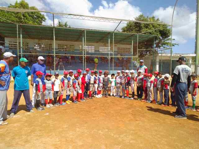 Las escuelas Inam Porlamar y Sandokan Rivera jugaron el primer partido