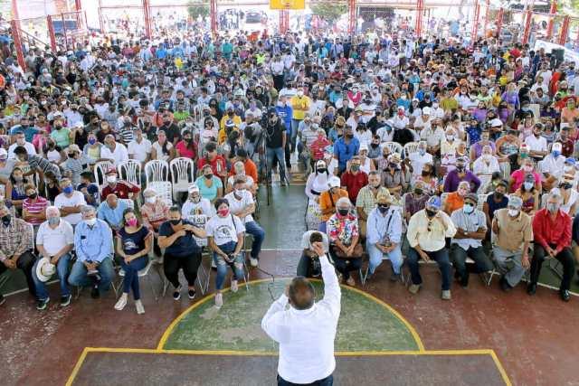 Alfredo Díaz recibe el calor humano del pueblo del municipio Garcia