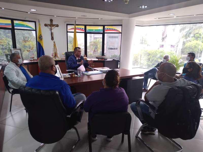 El gobernador Alfredo Díaz recibió a los representantes de la Unidad Intergremial en su despacho