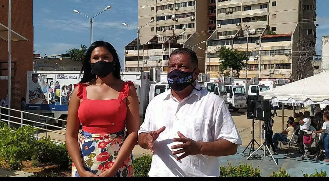 El gobernador Alfredo Díaz y la primera dama Leynys Malavé de Díaz, trabajando desde la Fundación Social Nueva Esparta
