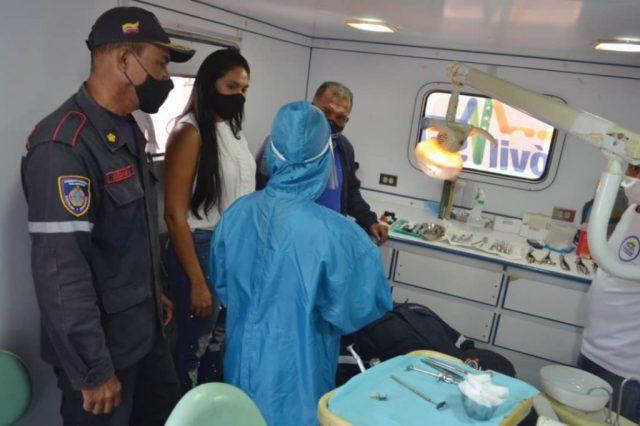 A solicitud de las autoridades del Cuerpo de Bomberos, la primera dama Leynys Malavé de Díaz, organizó una jornada de Móvil Salud para atender a funcionarios de esa institución