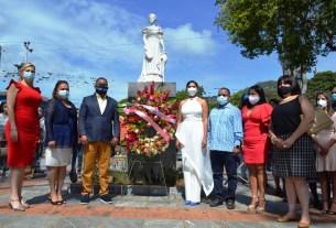 autoridades del estado Nueva Esparta realizan ofrenda floral a Luisa Cáceres de Arismendi