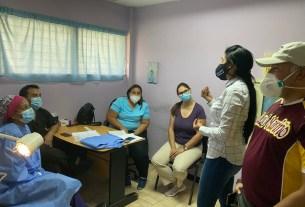La primera dama Leynys Malavé de Díaz dicta charlas a las mujeres neoespartanas sobre planificación familia
