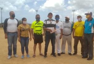 Dalmiro Malaver recibió un reconocimiento de manos del gobernador Alfredo Díaz