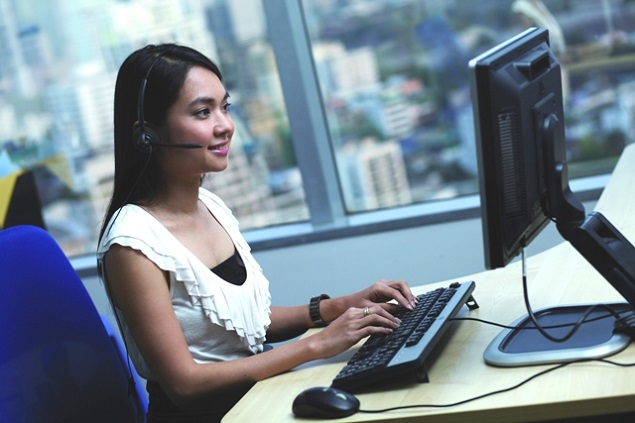 Mujer con computador
