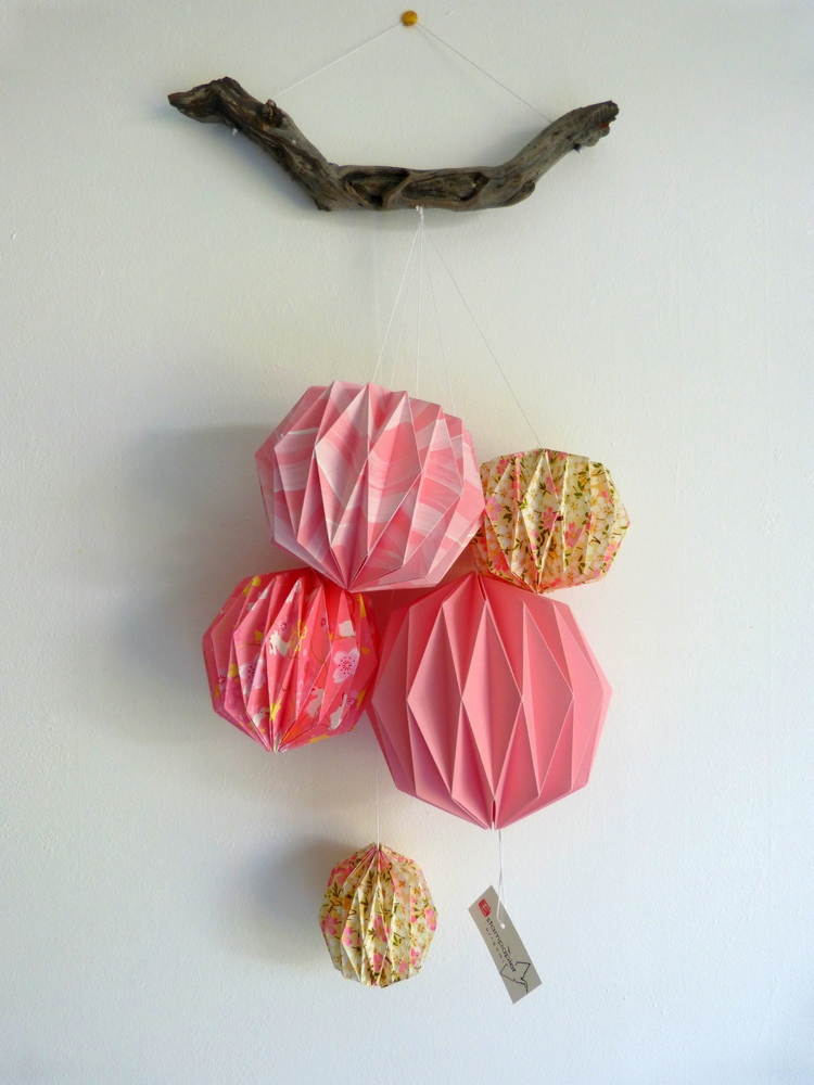 Mobile boules roses