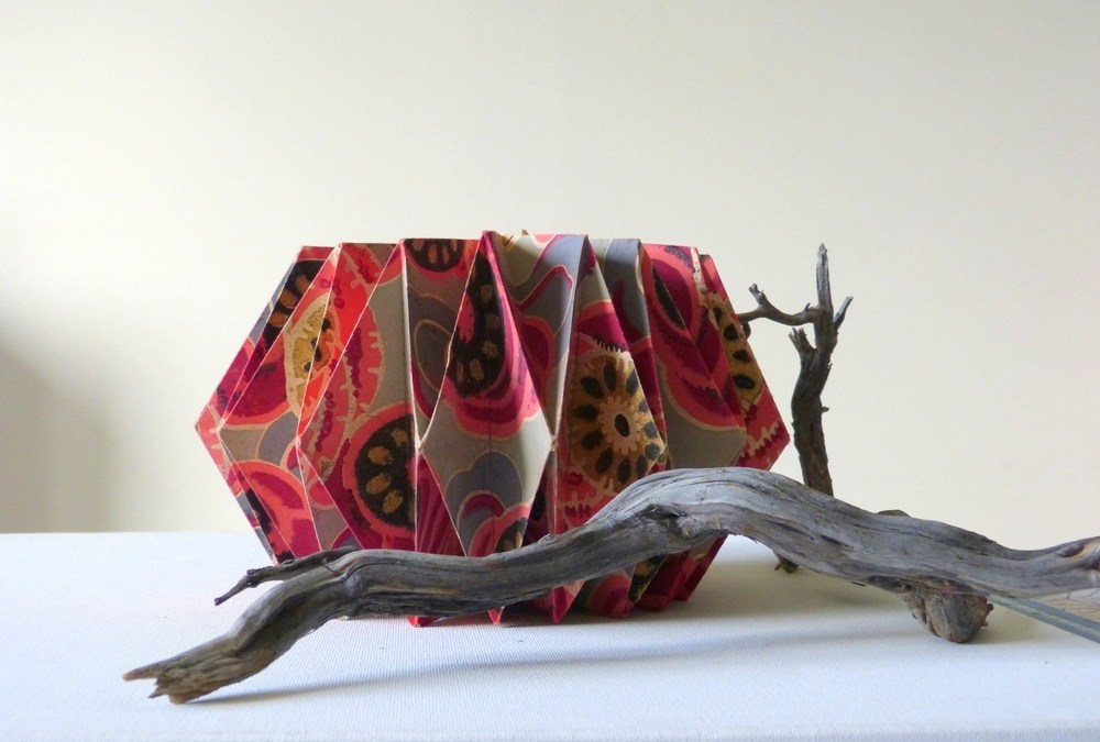 Une histoire de savon, de papier peint ancien et de pliage