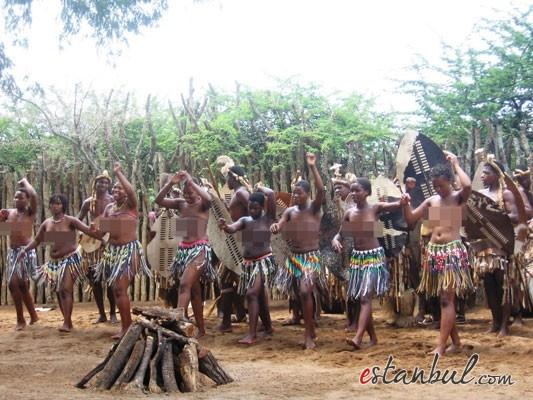 Bekaret-diplomasndan-sonra-kutlama--afrika-zulular-zulu-kabiles-bekaret-cinsel-iliski-11