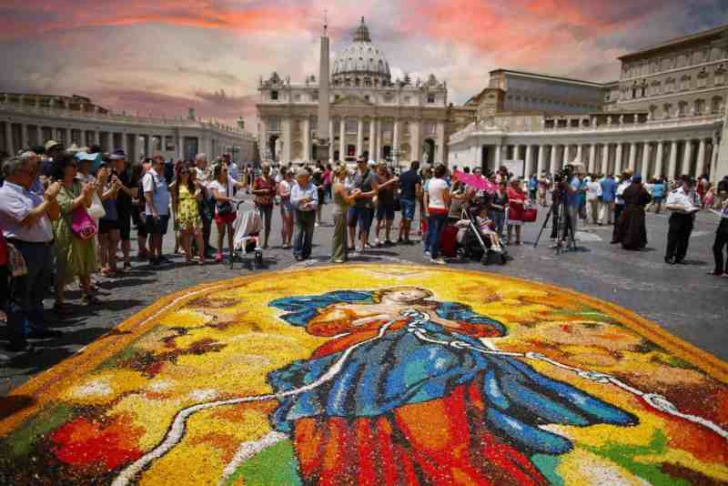 Infiorata storica per San Pietro e Paolo a Piazza San Pietro