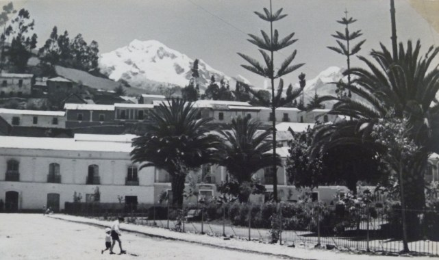 O pico El Ilampu ao fundo