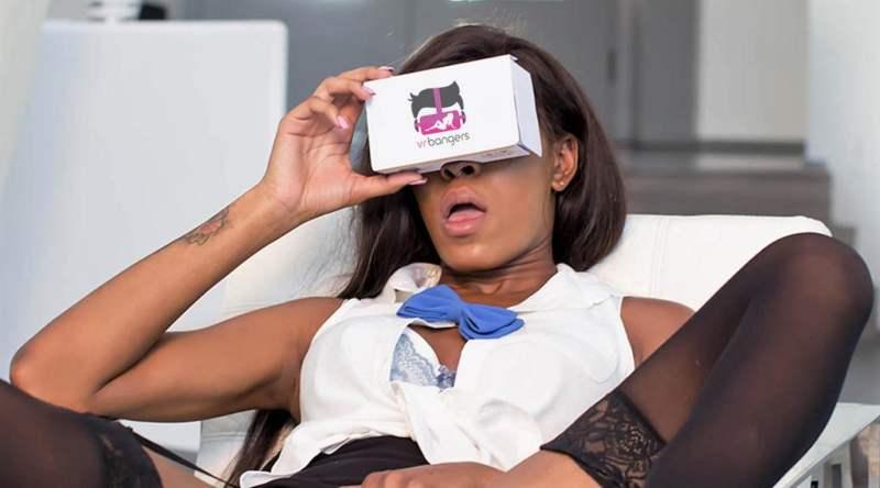 Vive, el más caro y molón de los visores, funciona tan bien que HTC no quiere bajar su precio. Valve, dioses del videojuego en PC, están trabajando en títulos de realidad virtual. ¿Estamos ante el nuevo móvil?.