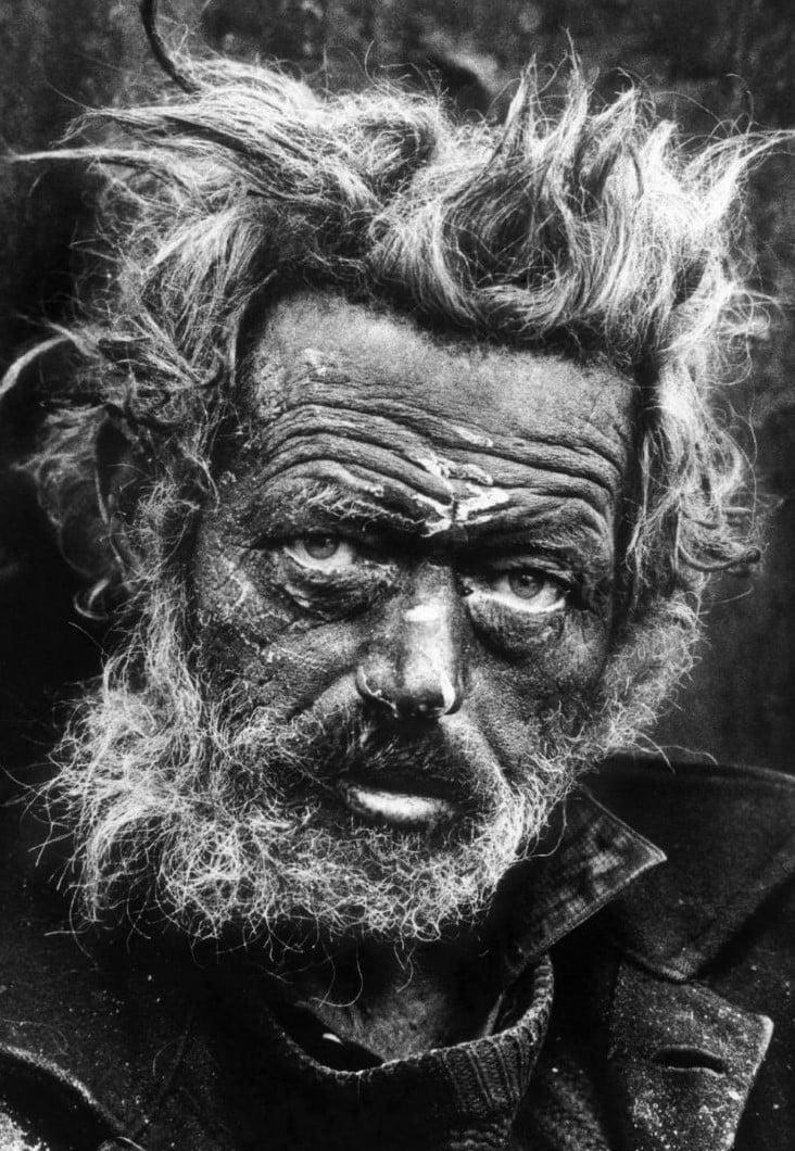 Fotoperiodista inglés, que ha cubierto algunas de las guerras más importantes y siempre ha estado muy comprometido con la situación de los marginados sociales.