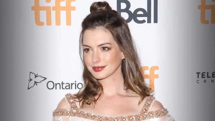 How To! Anne Hathaway's Undone Romance Look by Anh Co Tran using Flow Haircare