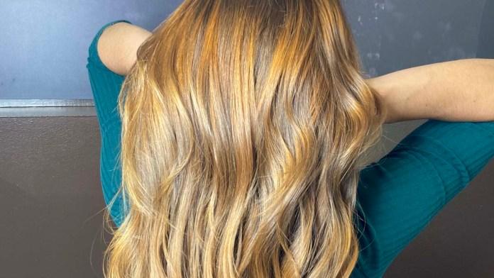 Copper Blonde, el tono que calienta el cambio de estación