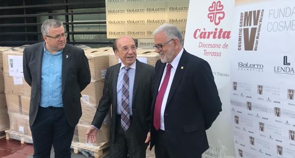 La fundación VMV Cosmetic Group entrega 10.000 litros de champú a Cáritas