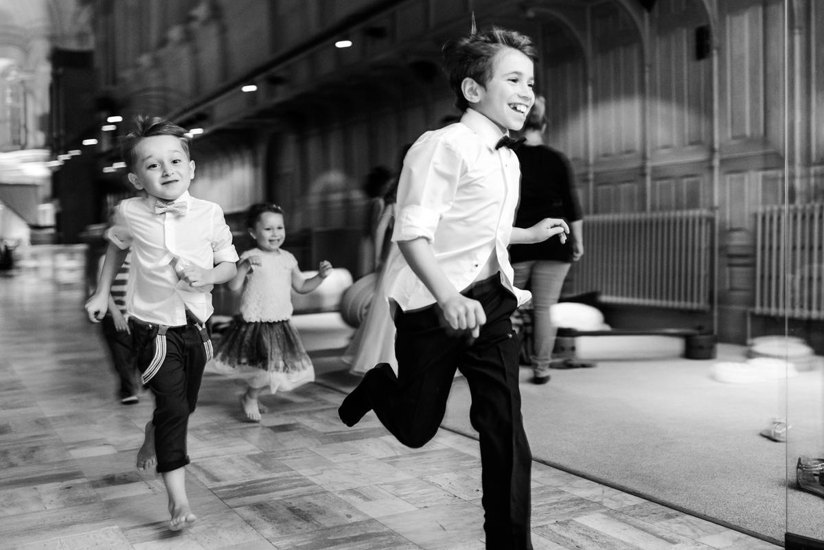 Children running at Abbaye Oka wedding