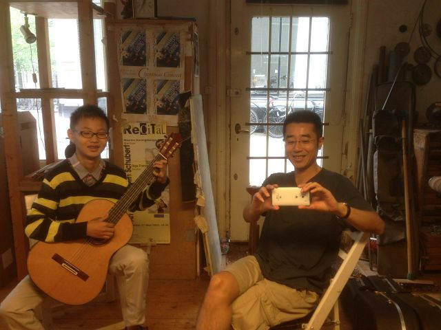 Kuang Junhong and Xu Bao in Otto Vowinkels workshop