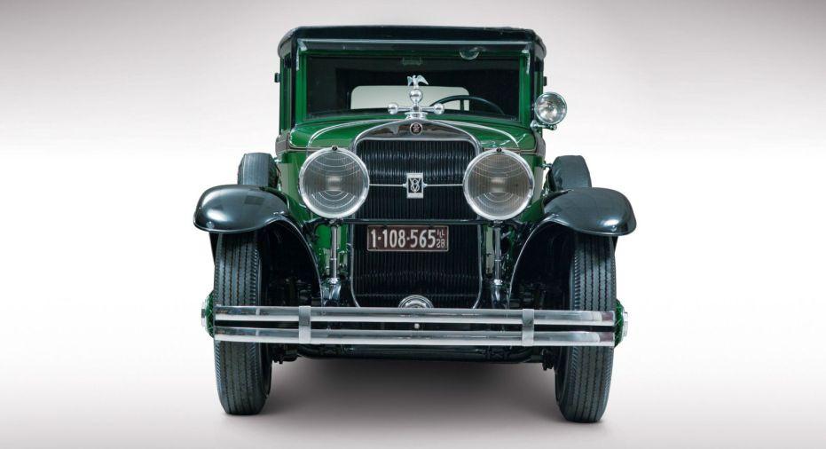 cadillac-v8-al-capone-town-sedan-1928