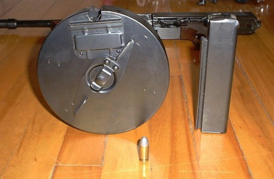 tommy gun carregador