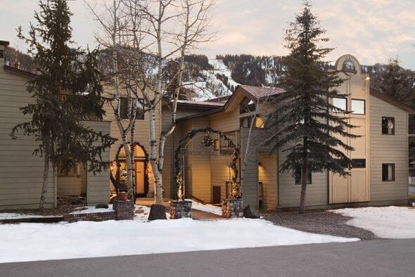Aspen's Mountain House Lodge May Be Demo'd for Two Homes, AT Image