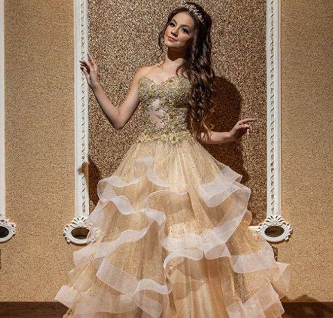 Bela Fernandes, atriz do SBT, comemora aniversário e usa 170 mil cristais  nos vestidos - Estrelando