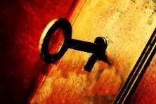 ما وراء الباب المغلق
