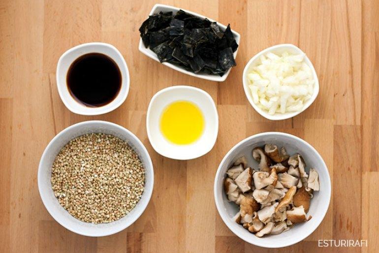 Receta. Trigo sarraceno con wakame y shíitake