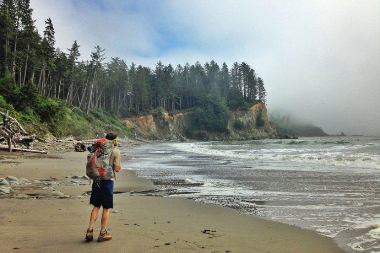 Viajar como mochilero descubrir playas desiertas