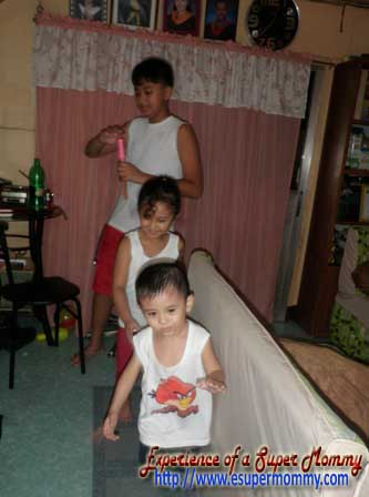 Filipino kids playing