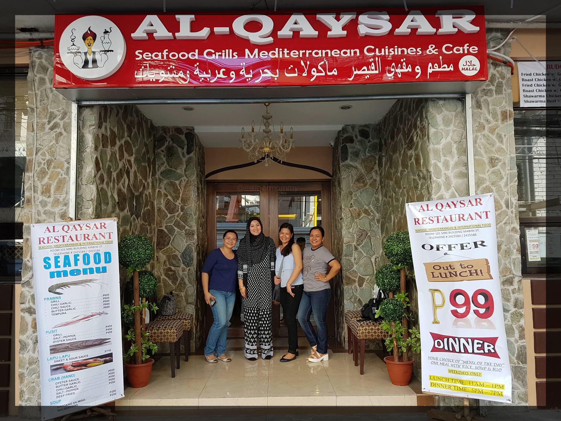 Mommy bloggers with Al Qaysar restaurant owner