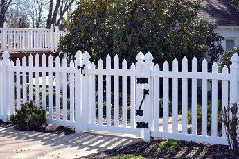 Virginia Arch Vinyl Picket Fence