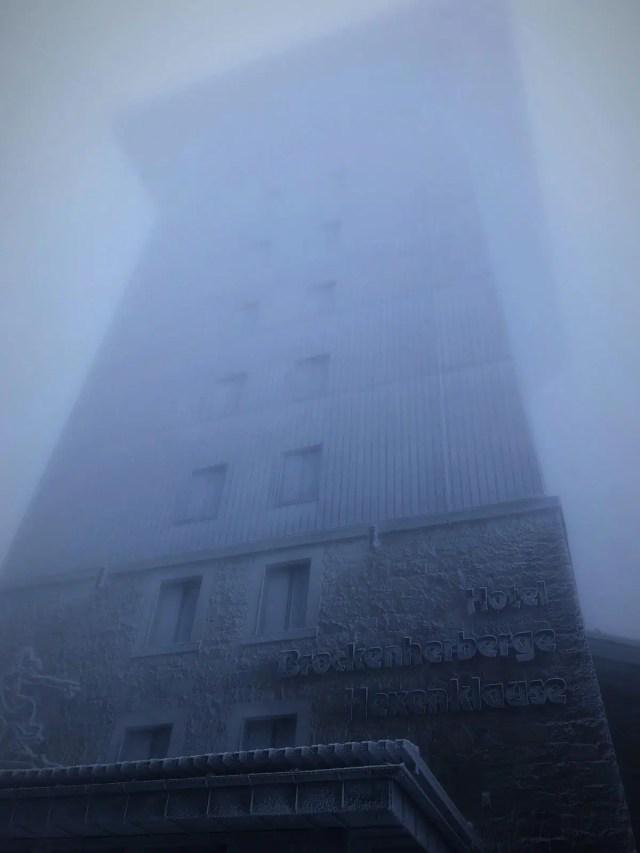 Brocken im Nebel