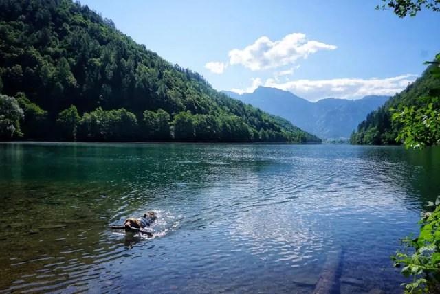 Levico-See in den Fleimstaler Alpen