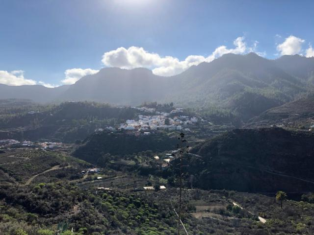 3Blick auf das Bergdorf San Bartolomé kurz bevor das Ziel erreicht ist