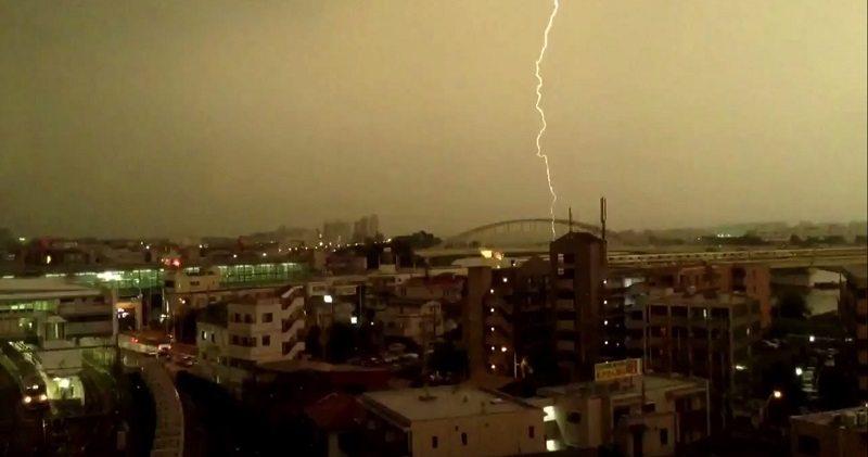 japanese train struck by lightning 2