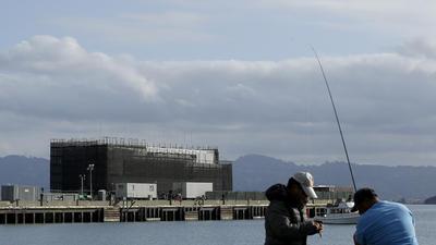 la-fi-tn-google-barge-dismantled-20140801-001