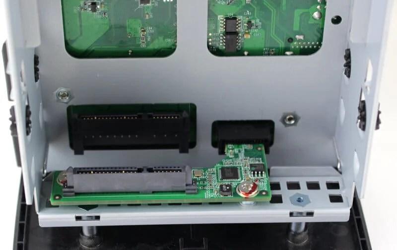 QNAP_TAS268-photo-connectors