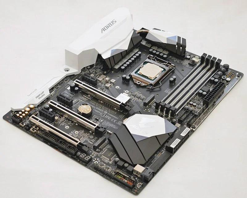 Gigabyte AORUS Z270X-Gaming 7 LGA1151 Motherboard Review