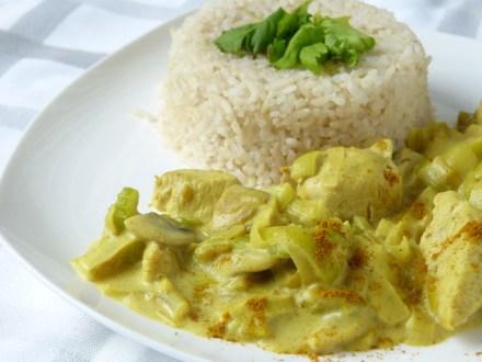 Kip kerrie met prei, champignons en rijst